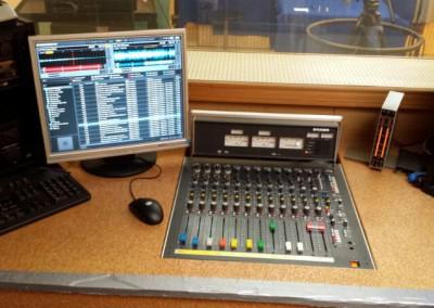 Musik-Computer und Mischpult