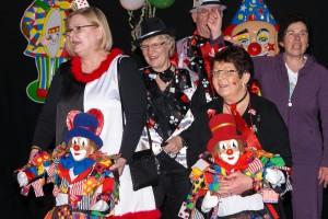 Ein begeistertes Publikum bildet den Abschluß der Karnevalssitzung 2014